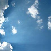 Ciel et rayons de soleil