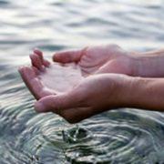 Mains et eau