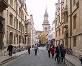 Église et rue