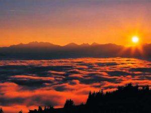 Soleil au-dessus des nuages