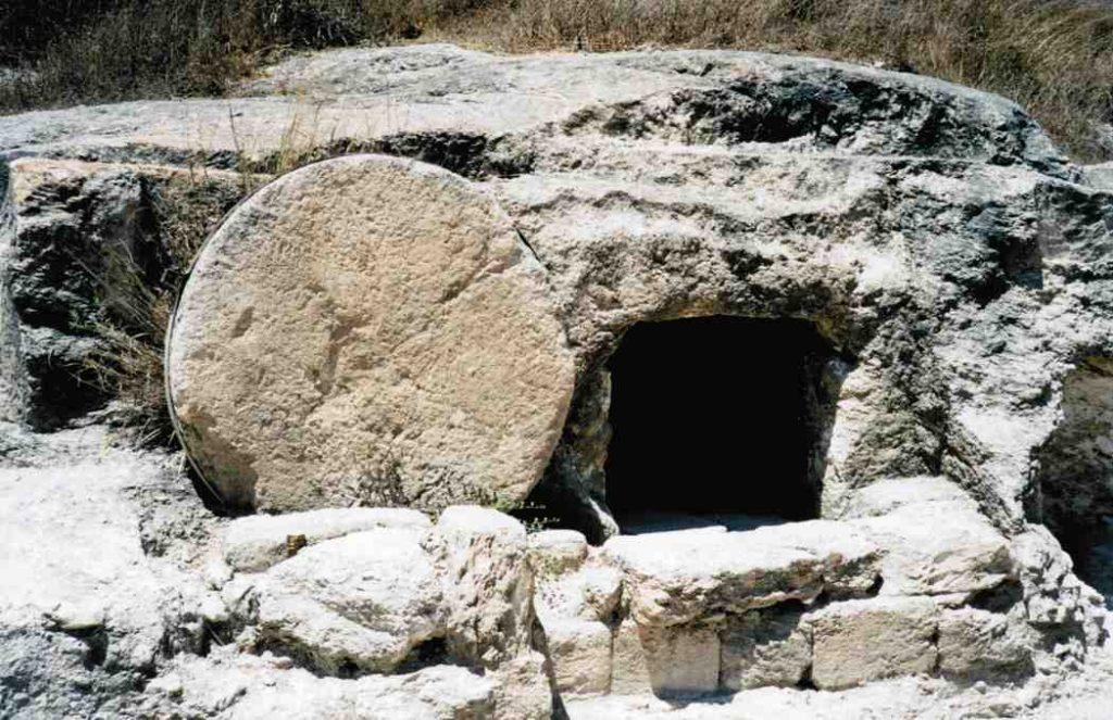 Pierre roulée d'un tombeau