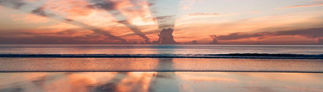 Mer et rayons de soleil - Photo par Ravi Pinisetti (unsplash.com)