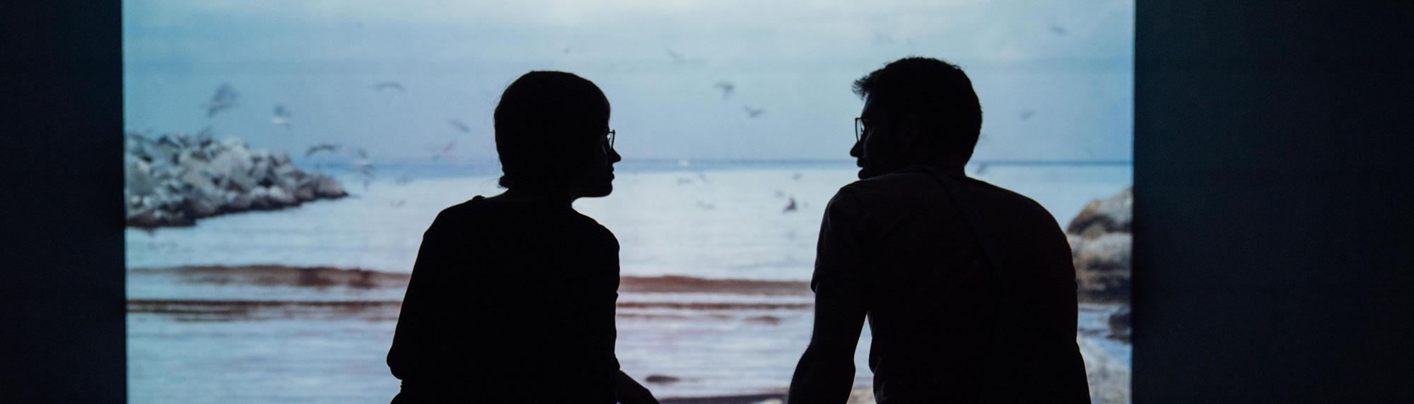 Conversation entre deux personnes - Photo par Étienne Boulanger (unsplash.com)