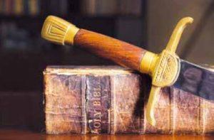 Bible et épée