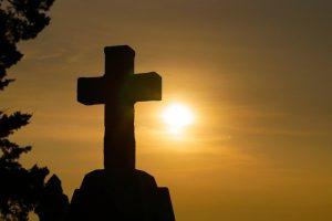 Croix, soleil, résurrection