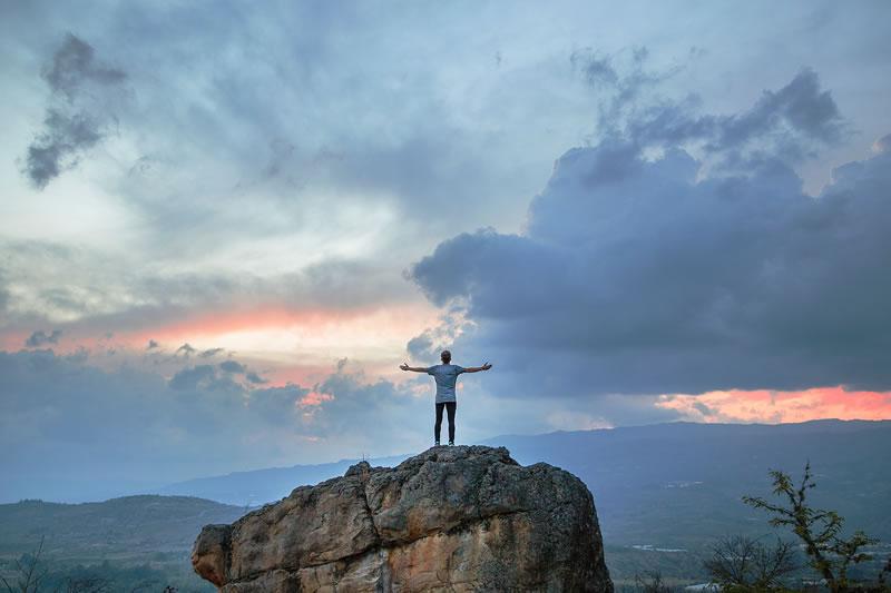 Homme, ciel, horizon de Joshua Earle (unsplash.com)