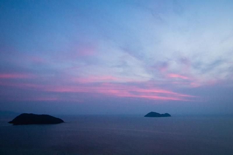 Ciel rose et bleu, crépuscule par Daniel Lerman (unsplash.com)