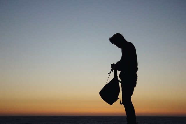 Homme seul de Vitaly Taranow (unsplash.com)