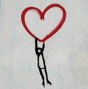 Coeur et personne par Nick Fewings (unsplash.com)